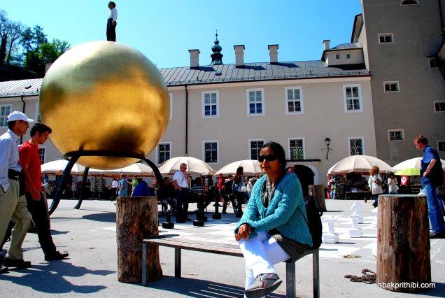 Stephan Balkenhol′s Sphaera, Kapitelplatz, Salzburg, Austria (3)