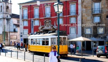 Vintage trams, Lisbon, Portugal (2)