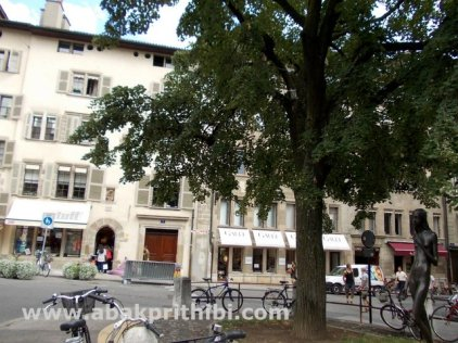 place-du-bourg-de-four-geneva-switzerland-5