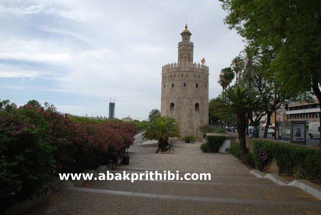 torre-del-oro-near-the-guadalquivir-seville-spain