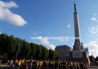 the-freedom-monument-riga-latvia-3
