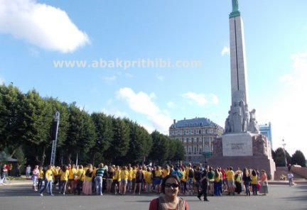 the-freedom-monument-riga-latvia-4