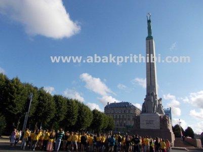 the-freedom-monument-riga-latvia-5