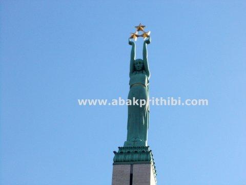the-freedom-monument-riga-latvia-6
