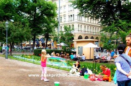 Rainbow in Bubbles, Helsinki (6)