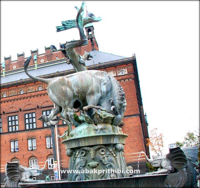 The Dragon Fountain, Copenhagen, Denmark (1).JPG