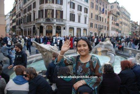 Fontana della Barcaccia,  Rome, Italy (2).JPG