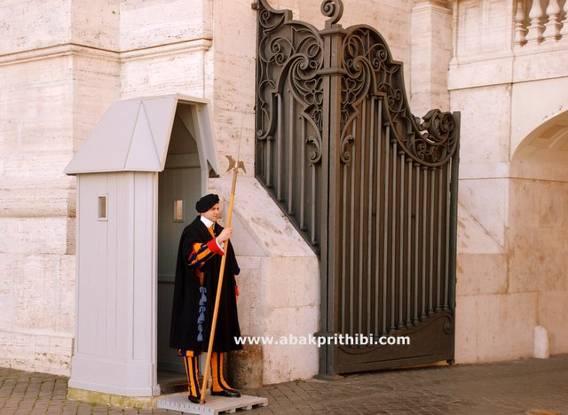 The Pontifical Swiss Guard) (2)